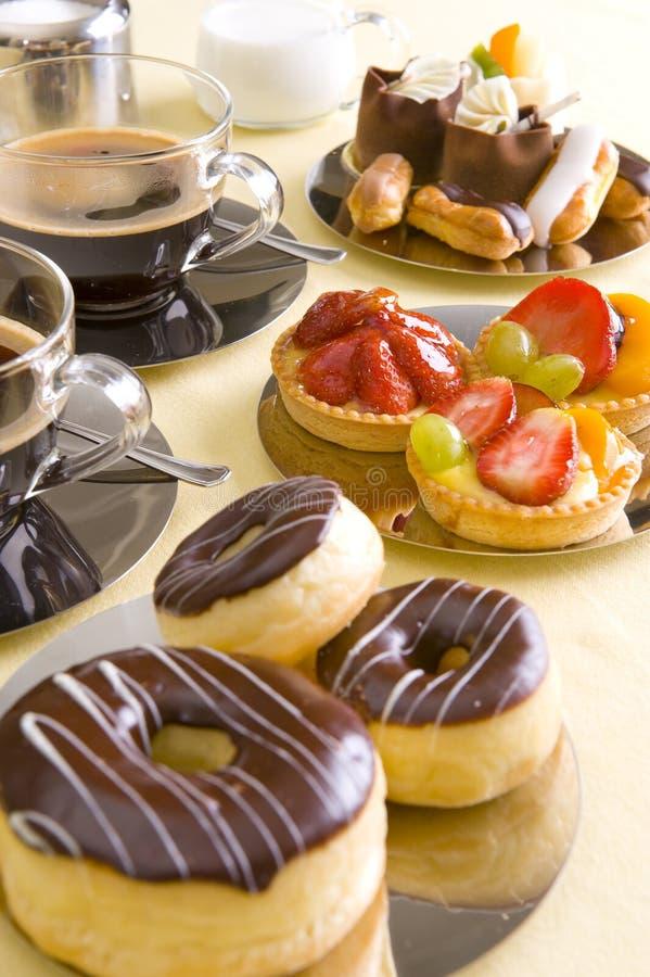 Café et gâteau frais photo libre de droits