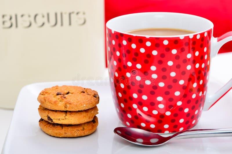 Café et gâteaux aux pépites de chocolat images libres de droits