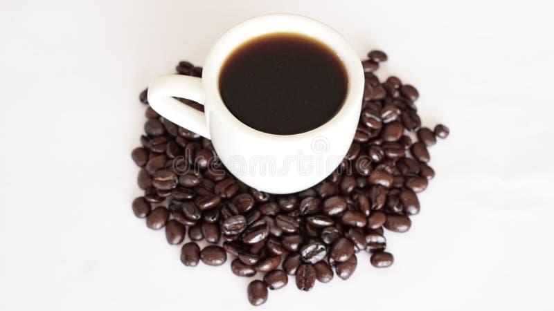 Café et haricots foncés de rôti photographie stock libre de droits
