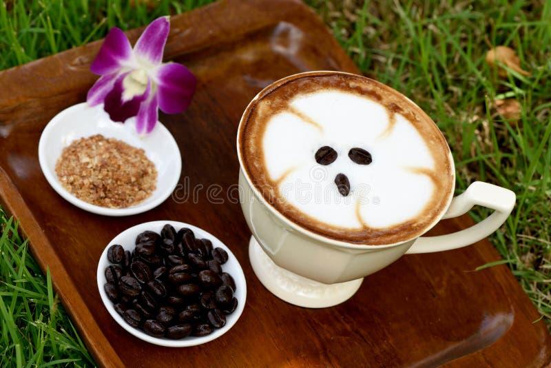 Download Café et lait photo stock. Image du haricots, boissons - 45358980