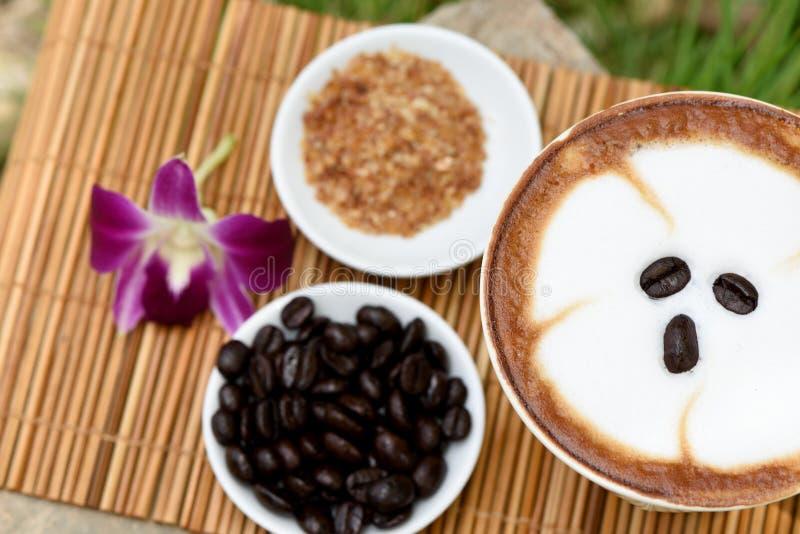 Download Café et lait photo stock. Image du haricots, réseau, jardin - 45359026