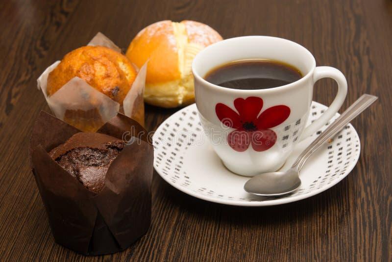 Café et petits pains image stock