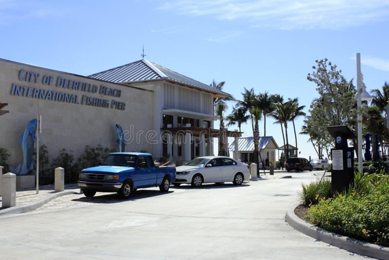Café et pilier à la plage de Deerfield image libre de droits