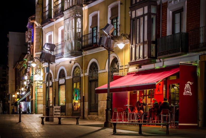 Café et place à Valladolid photographie stock libre de droits