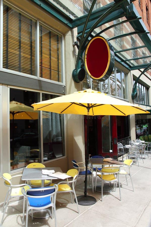 Café et restaurant extérieurs. image libre de droits