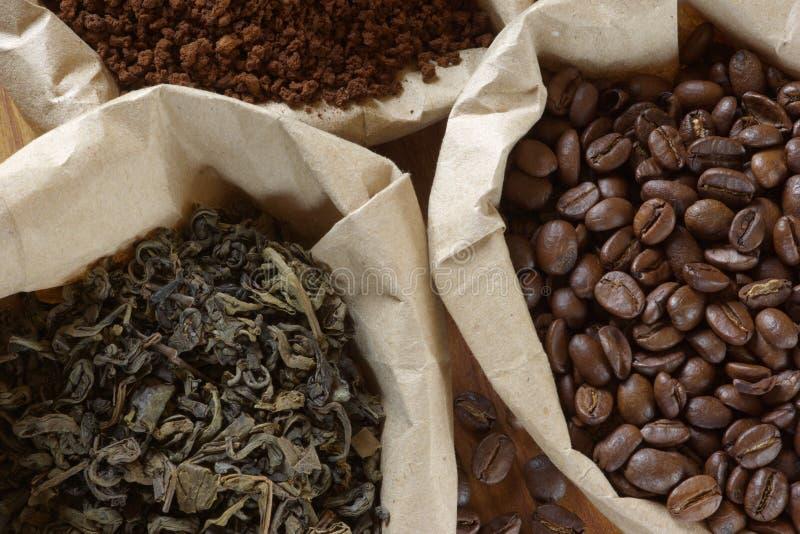 Café et thé dans les sacs photos libres de droits