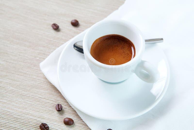 Café express blanco del café de la taza imagen de archivo libre de regalías