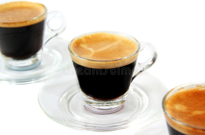 Café express dans des cuvettes transparentes image libre de droits