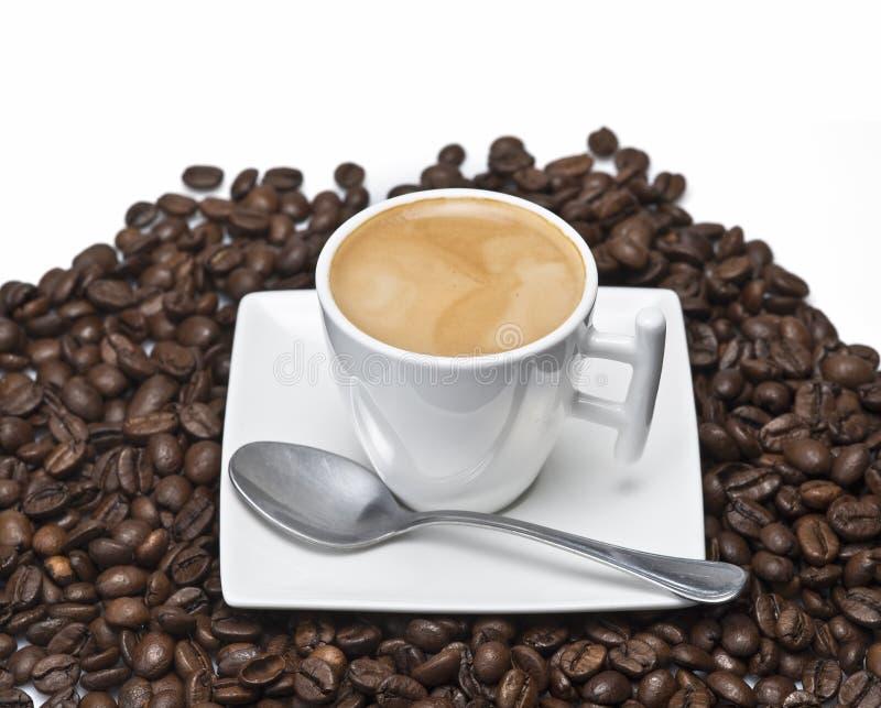 Café express et haricots. images libres de droits