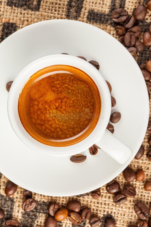 Café express, taza de café, visión superior foto de archivo