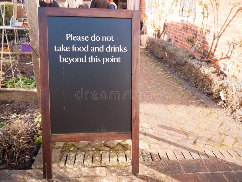 Café exterior de la muestra de la restricción del área - no tome por favor la comida y fotos de archivo libres de regalías