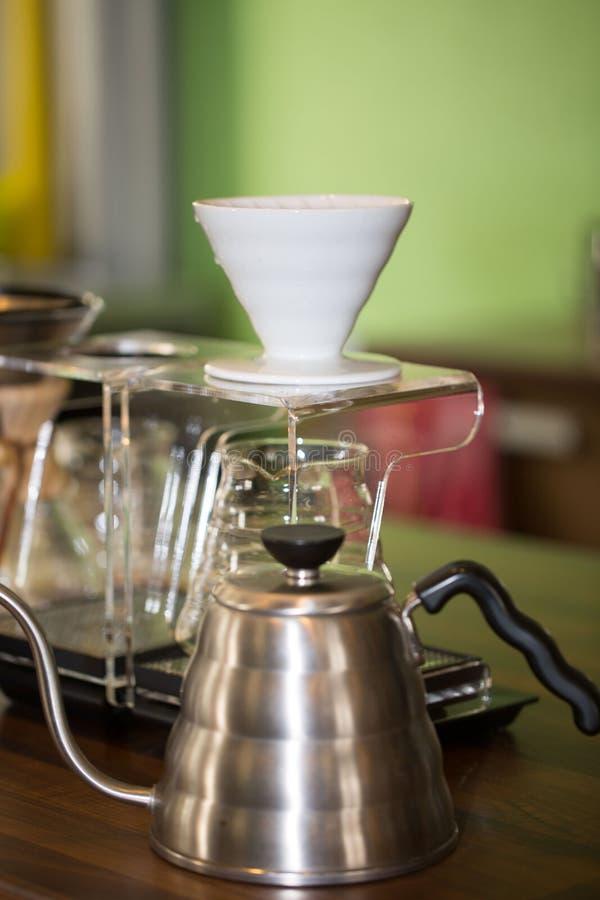 Café filtré par main photo stock