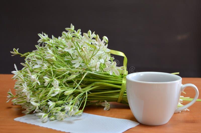 Café, fleurs images libres de droits