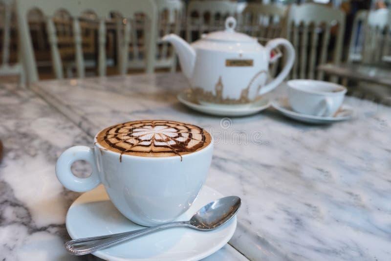 Café fresco caliente foto de archivo libre de regalías