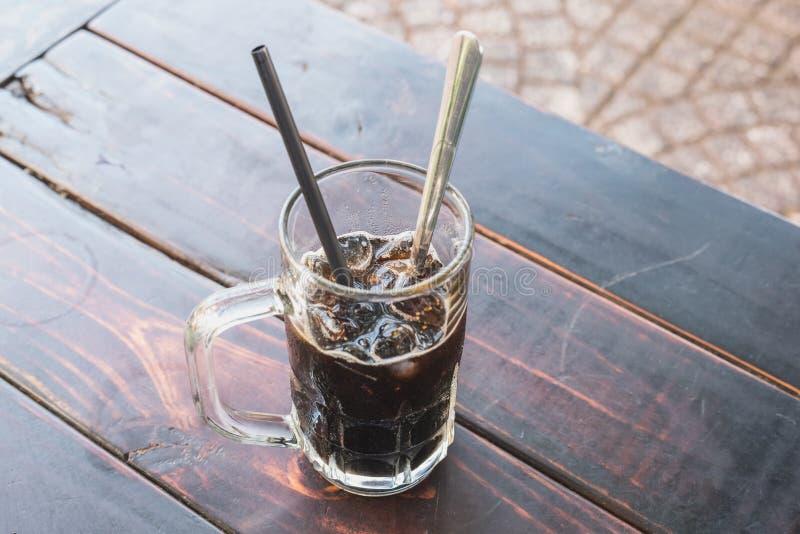 Café froid vietnamien avec de la glace dans des rues de Ho Chi Minh photos stock