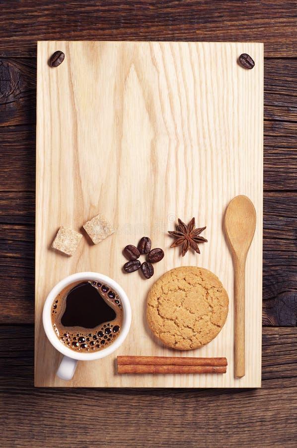 Café, galleta, canela y anís fotos de archivo