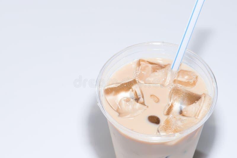 Café glacé dans la tasse en verre images libres de droits
