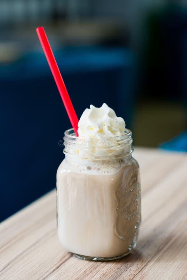 Café glacé et régénérateur de milk-shake photo stock