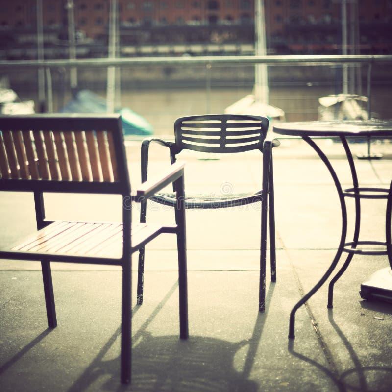 Café im Hafen stockfotos