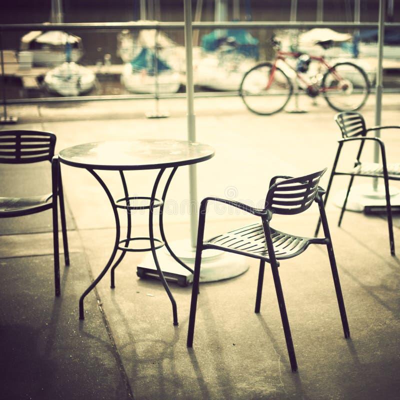 Café im Hafen lizenzfreies stockbild
