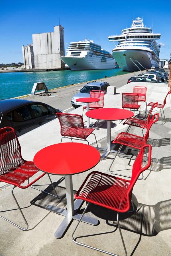 Café im Seehafen lizenzfreie stockfotografie