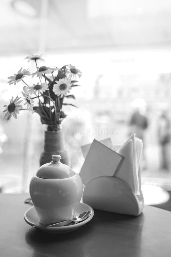 Café intérieur Table de cafétéria images libres de droits