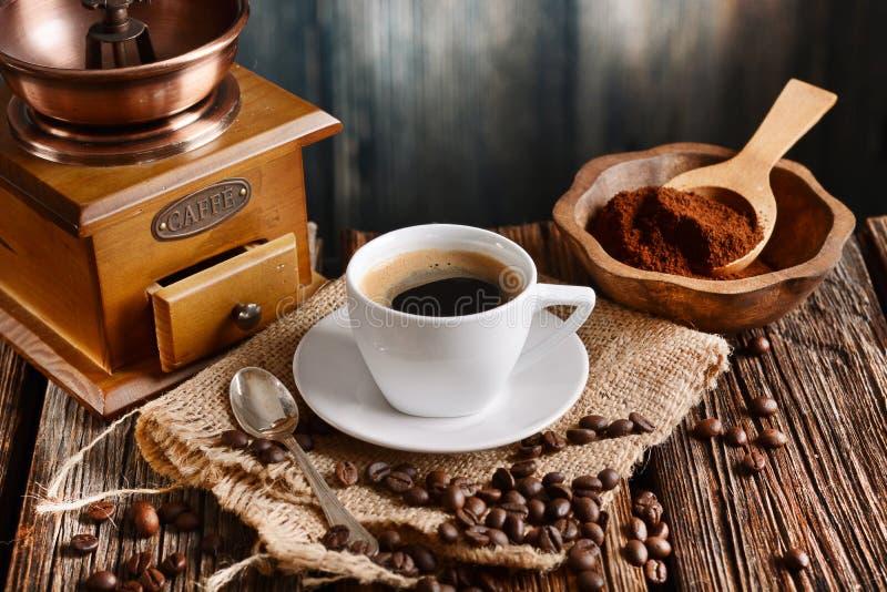 Café italiano no copo branco pequeno fotos de stock royalty free