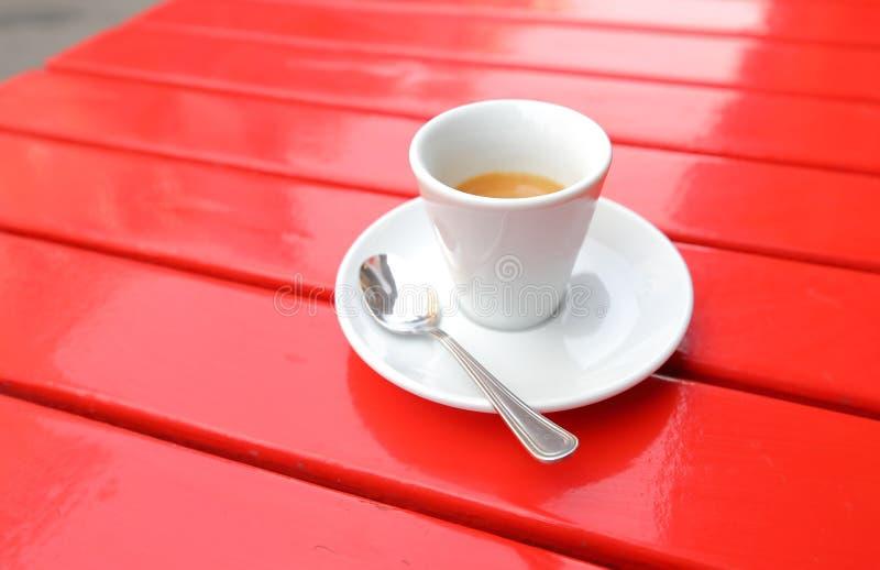 Café italien Espresso sur table rouge image libre de droits