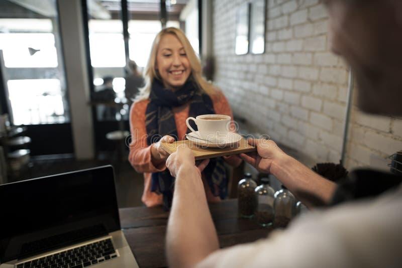 Café-Kaffee-Kellner-Staff Serving Cafeteria-Schutzblech-Konzept lizenzfreie stockbilder