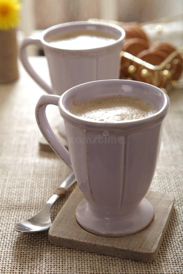 Café Latte do café em umas canecas imagens de stock