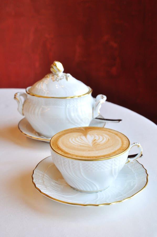 Café Lujoso Del Cappuccino Fotografía de archivo libre de regalías