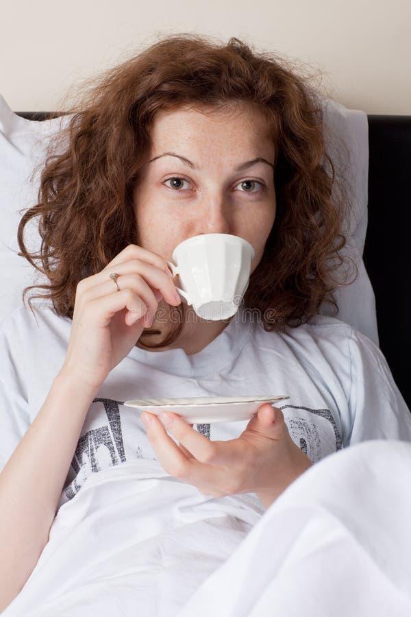 Café na cama foto de stock royalty free