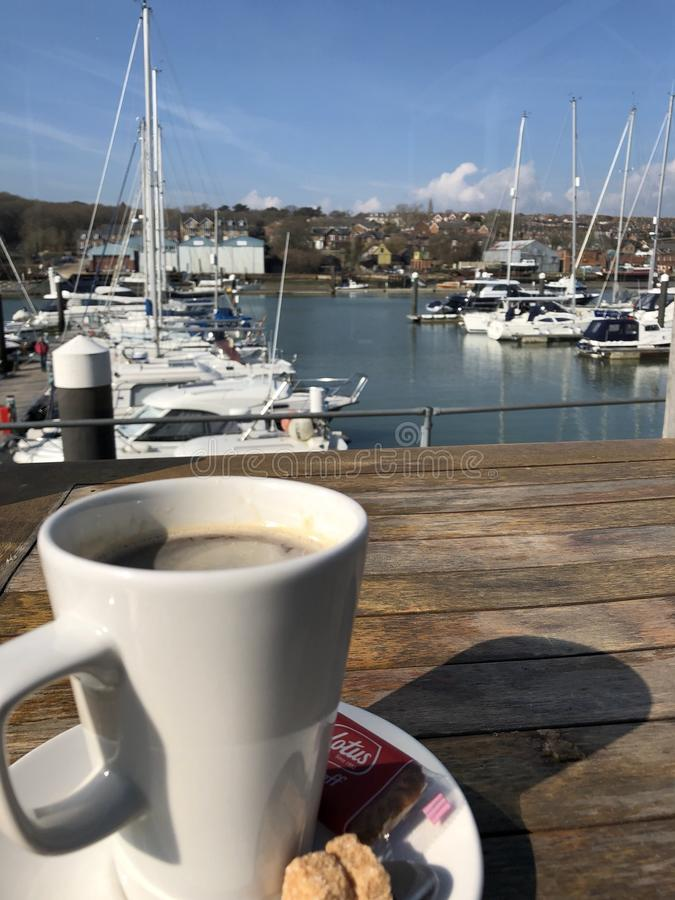 Café na ilha do leste de Cowes do porto do Wight imagem de stock