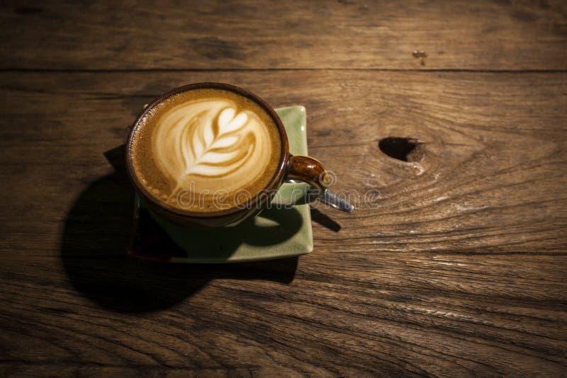 Café no fundo de madeira foto de stock