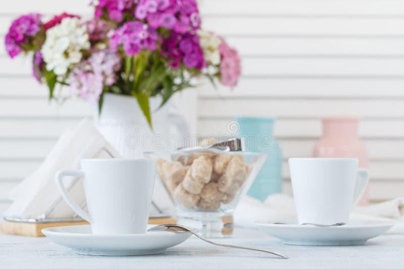 Café noir dans le matin image libre de droits