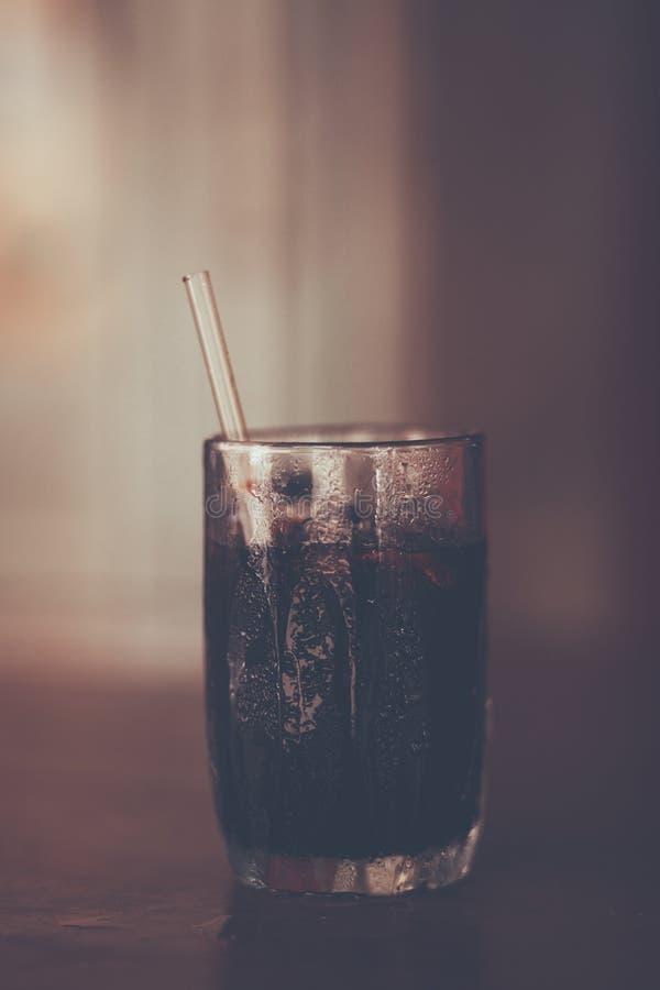 Café noir de glace thaïlandaise de style au fond de tache floue, vintage s de couleur photo libre de droits