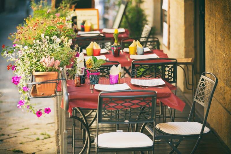 Café pequeno em Toscânia, Itália imagem de stock