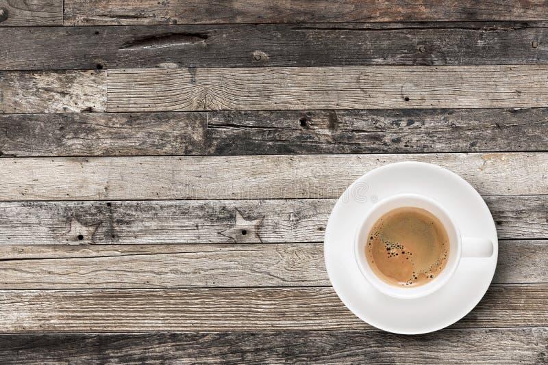 Café plat d'expresso de configuration dans la tasse de café photo libre de droits