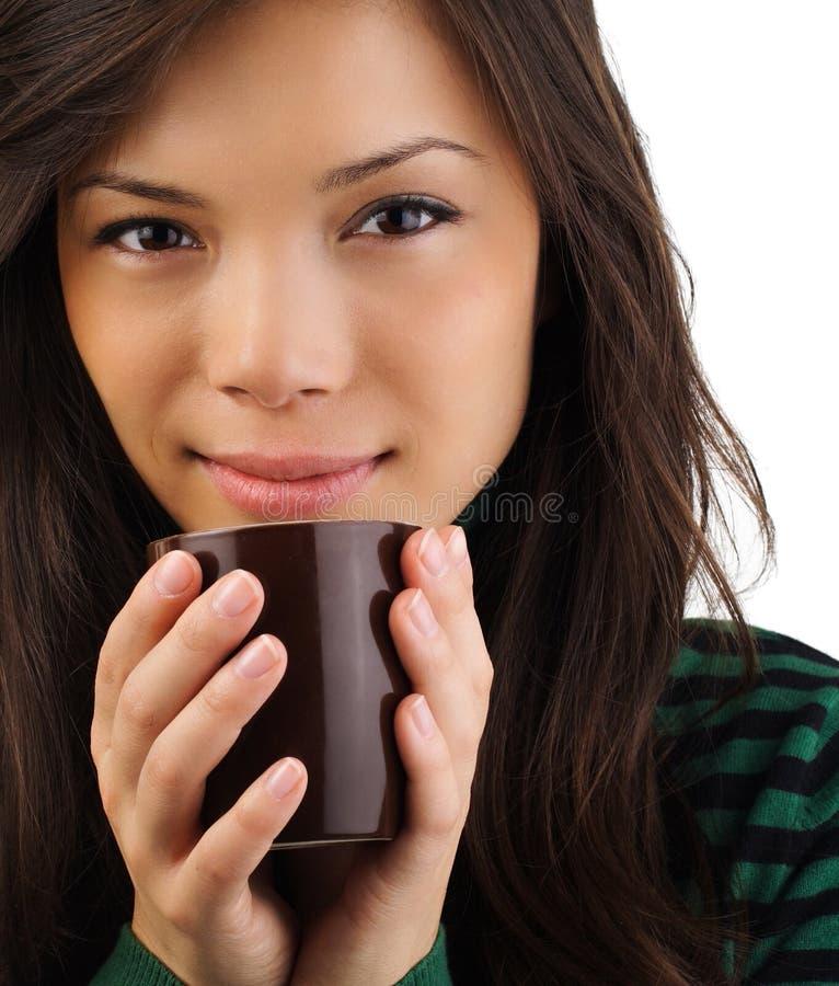Café potable de belle femme photographie stock libre de droits