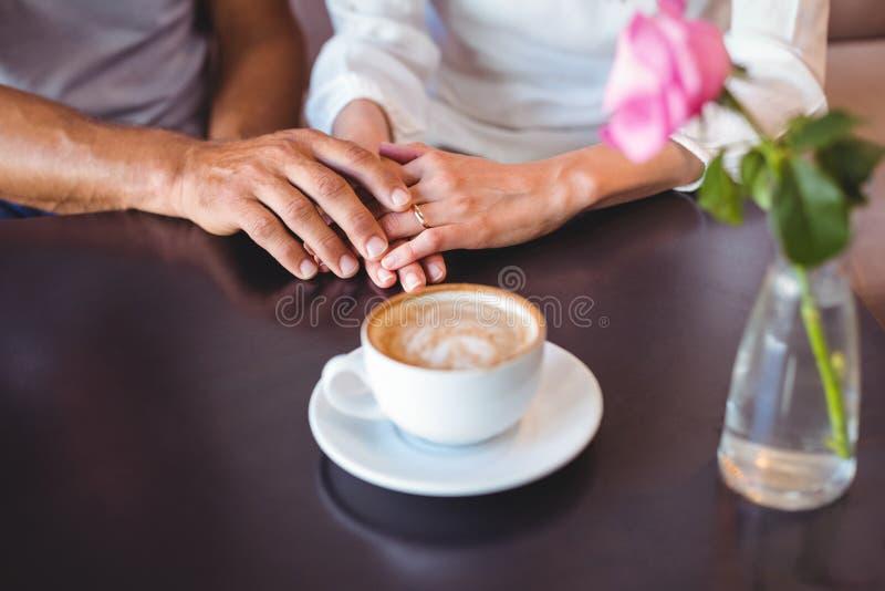 Download Café Potable De Couples Mignons Photo stock - Image du rapport, nourriture: 56486802
