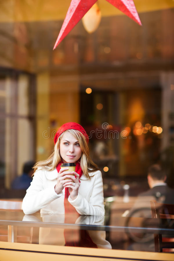 Café potable de femme photo stock