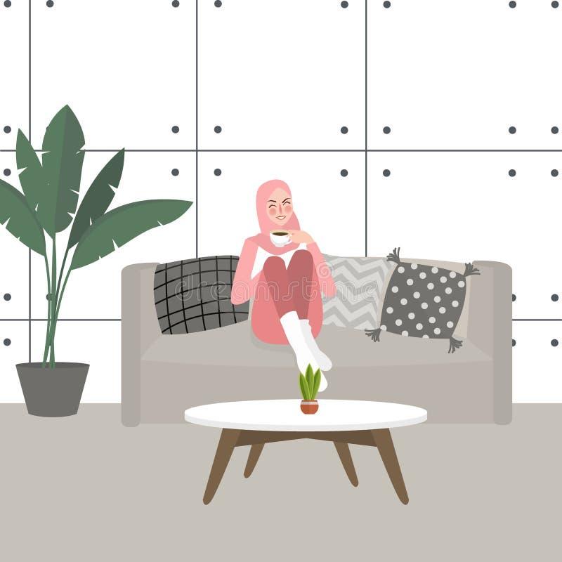 Café potable ou thé de jolie fille de femme sur le sofa de divan à la maison dans le voile de port de salon illustration stock