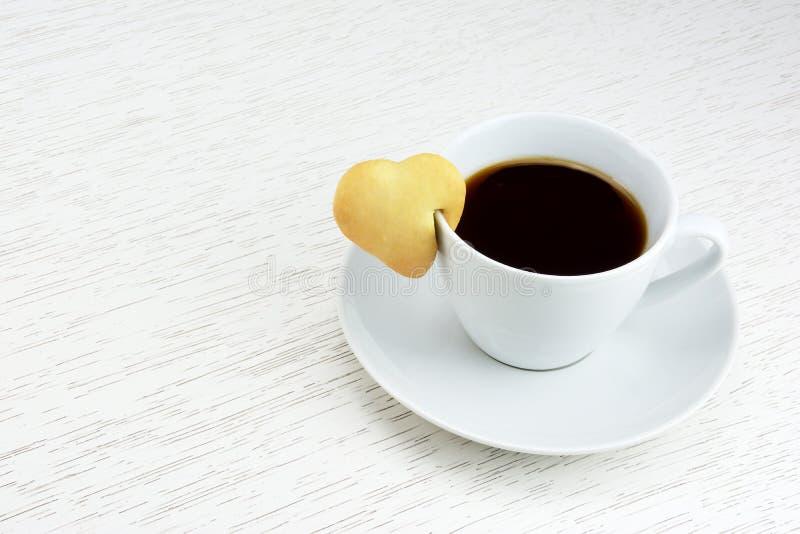Café preto com cookie imagem de stock