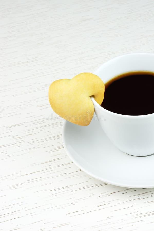 Café preto com cookie fotografia de stock royalty free