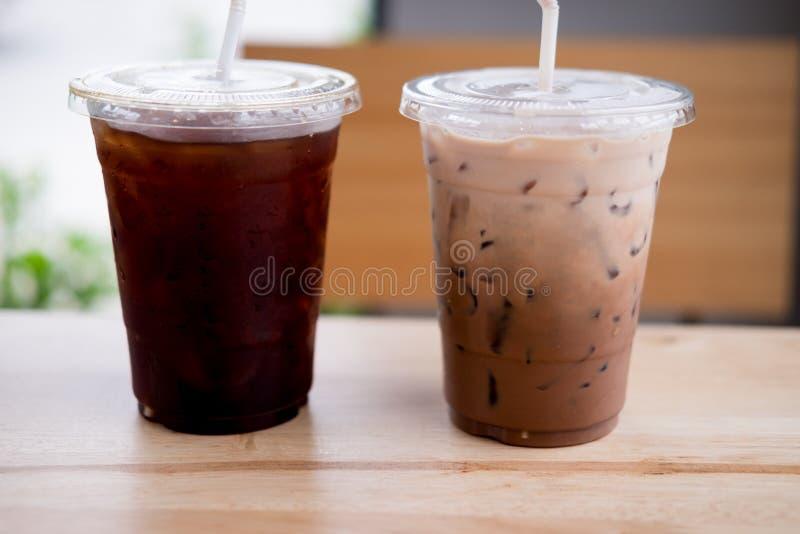 Café preto congelado dos cocos e do gelo imagem de stock