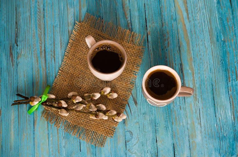 Café preto cozinhado com marshmallow doce imagem de stock