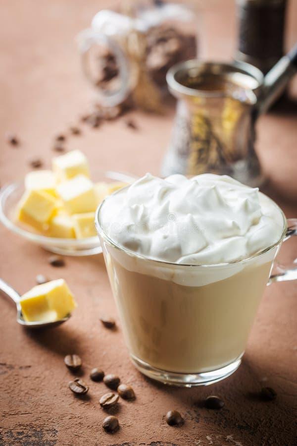 Café a prueba de balas, desayuno del keto imagenes de archivo
