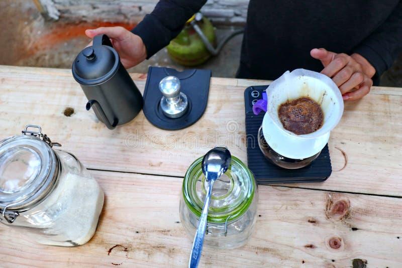 Café que prepara, paso a paso imágenes de archivo libres de regalías