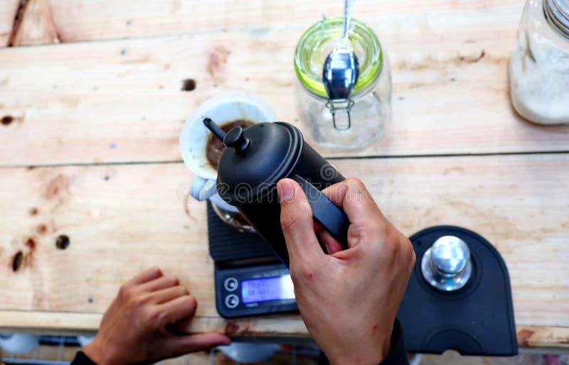 Café que prepara, paso a paso fotos de archivo libres de regalías