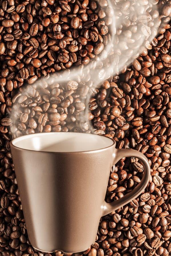 Café quente cozinhando delicioso nos feijões 4 fotografia de stock